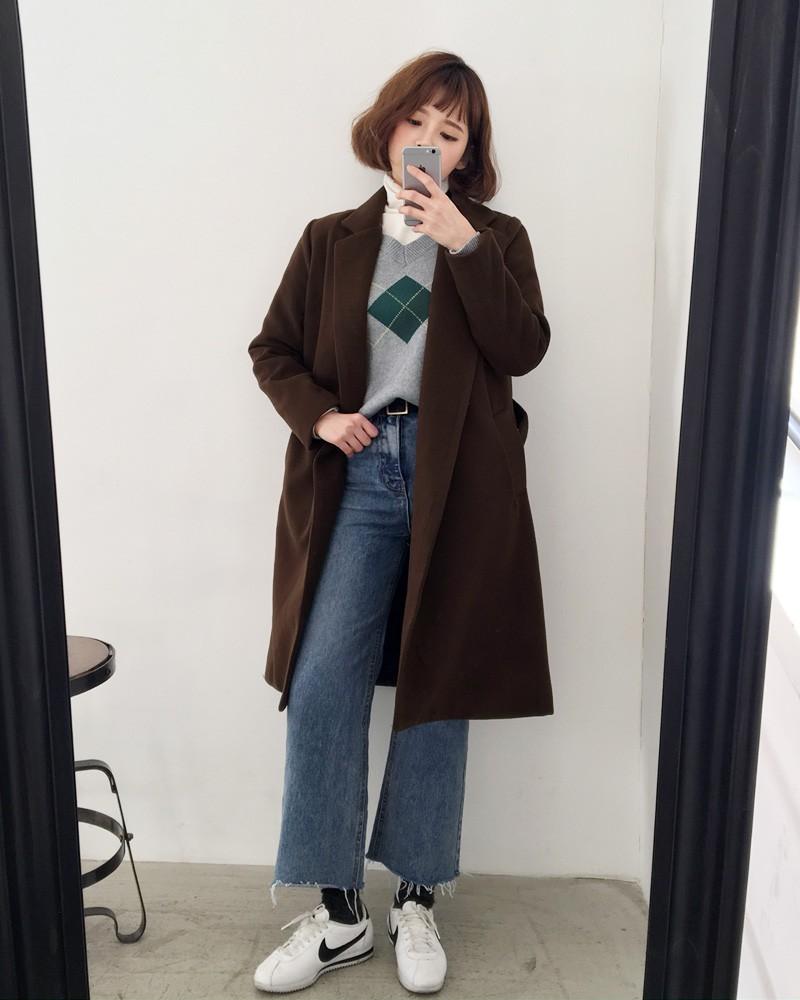 phối áo len cổ lọ với áo khoác