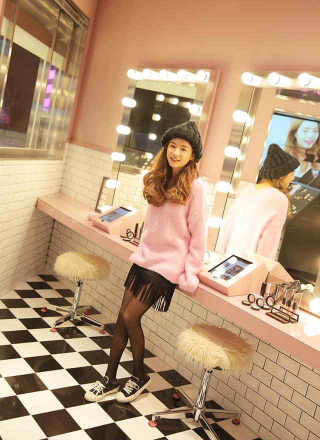 phối áo len rộng cùng chân váy