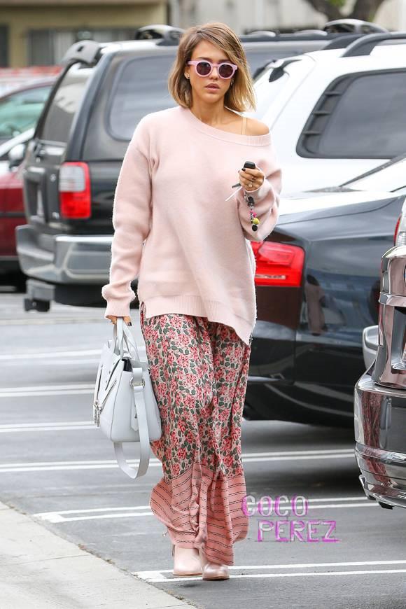 phối áo len phom rộng cùng chân váy maxi