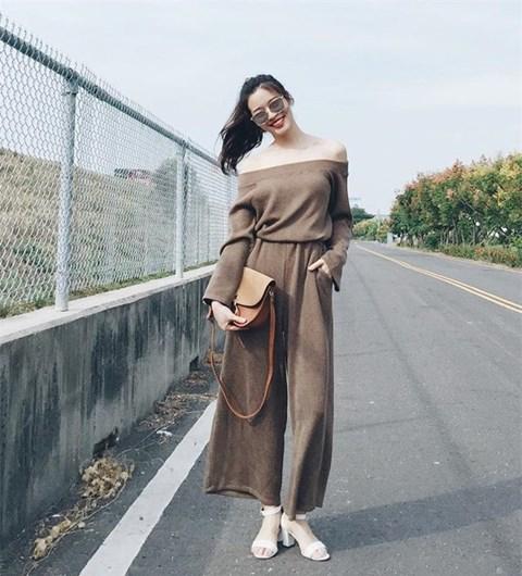 áo len hở vai kết hợp quần dài