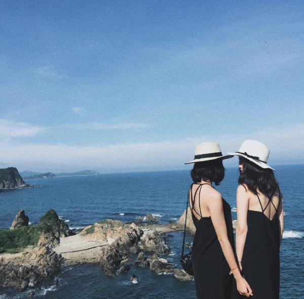 """váy maxi hở lưng đan dây Tổng hợp 10+ ý tưởng phối đồ với váy maxi """"thiên biến vạn hoá"""""""
