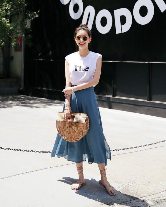 phối áo thun với chân váy maxi